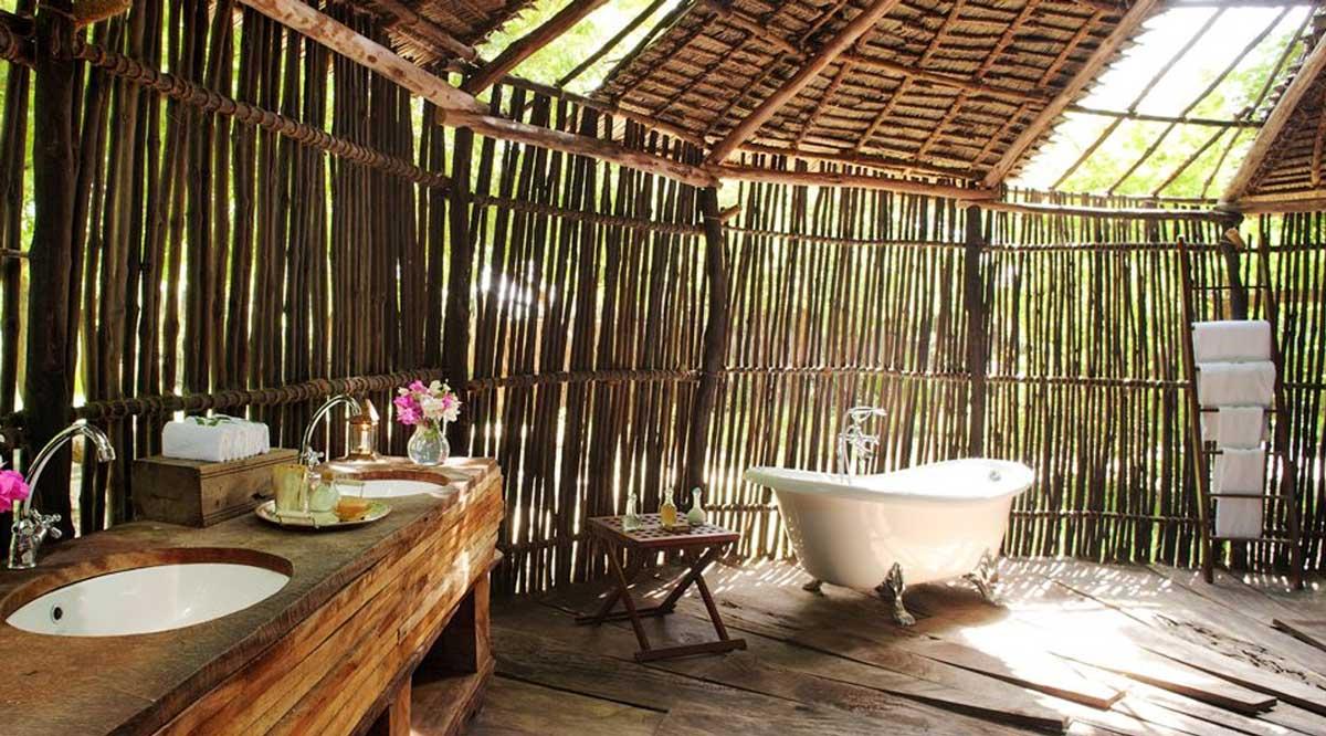Add bamboo décor to give the bathroom a nice beach-like vibe
