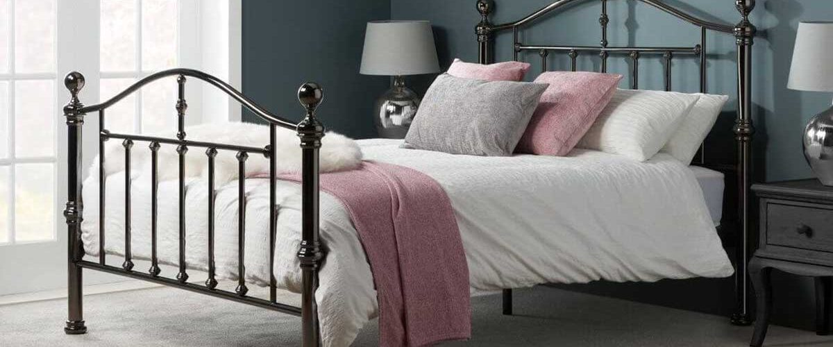 Beautiful amorous looking metal bed for your home