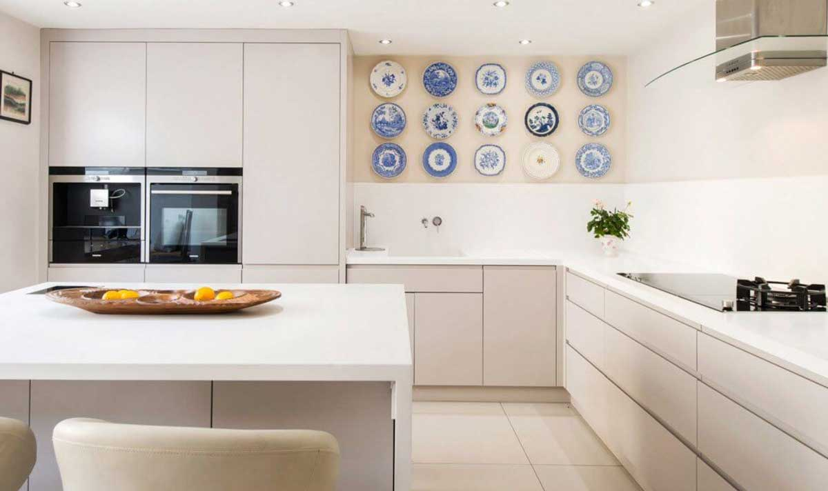 Plate décor for the kitchen looks so beautiful and innovative