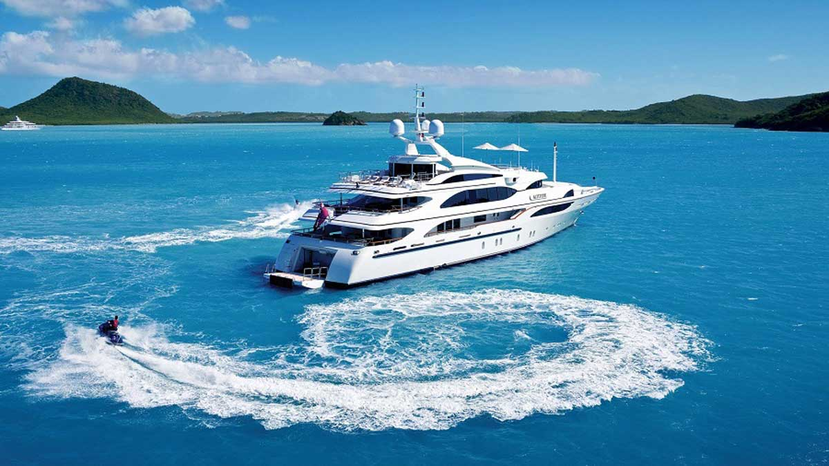 5 Reasons to Use a Yacht Rental Service
