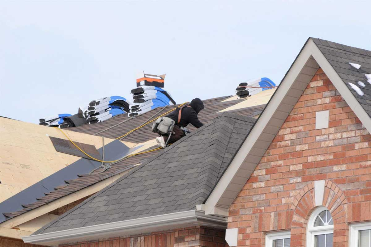 6 Telltale Signs Your House Needs a New Roof